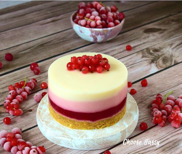 Desert vegan cu coacaze rosii si iaurt